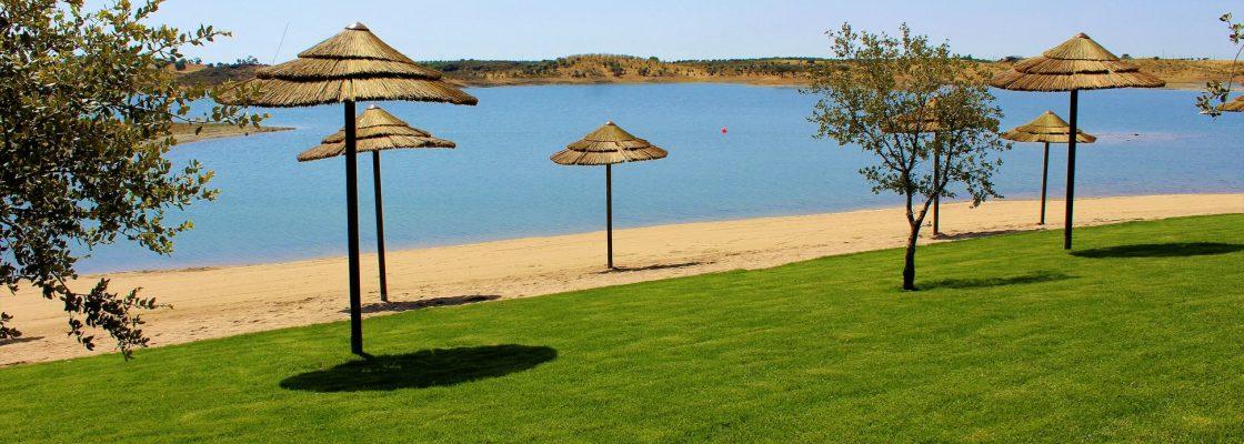 Praia de Mourão reconhecida pelo Júri Nacional do Programa Bandeira Azul devido à qualidade e ...