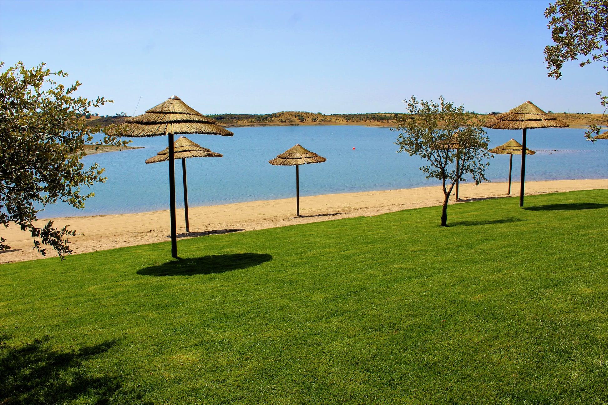 Praia de Mourão reconhecida pelo Júri Nacional do Programa Bandeira Azul devido à qualidade e boas práticas de segurança